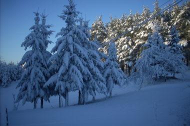 8 pomysłów na zabawy na śniegu