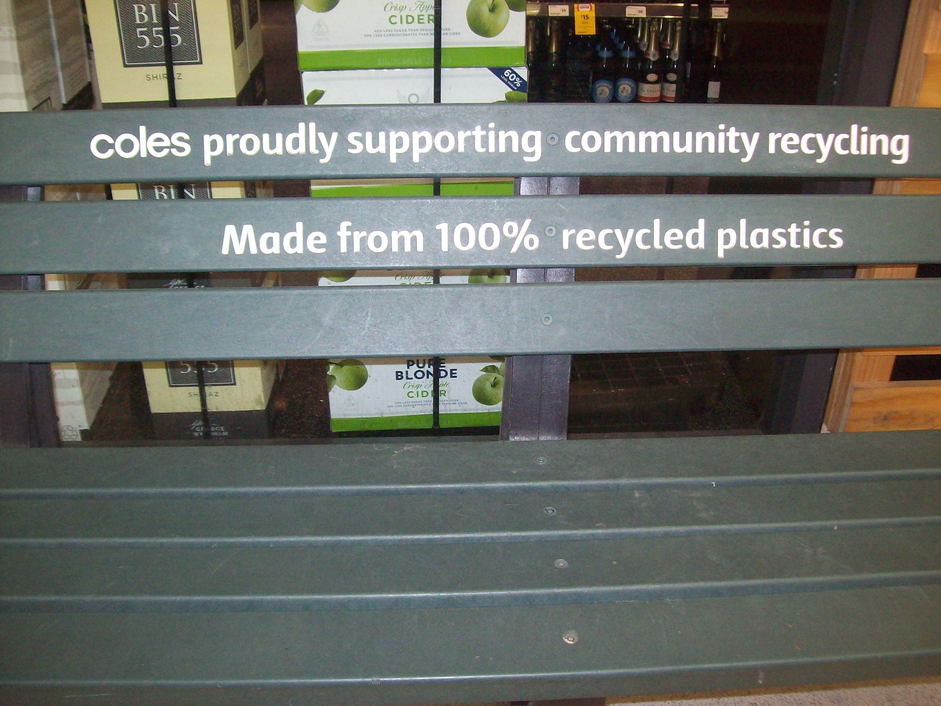 Melbourne Australia - Ławka z recyklingowanego plastiku