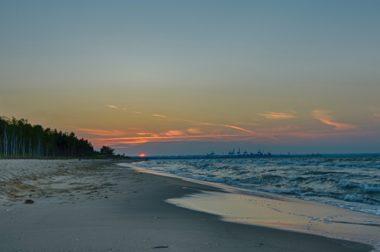 <small> Jak zatrzymać postępujące niszczenia plaż, lasów ochronnych <p> których nie posiadamy zbyt wiele….</p></small>